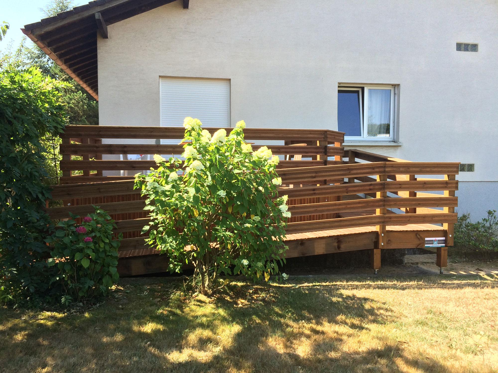 Terrasse en bois le plancher ext rieur avec lutz en for Plancher de terrasse exterieur